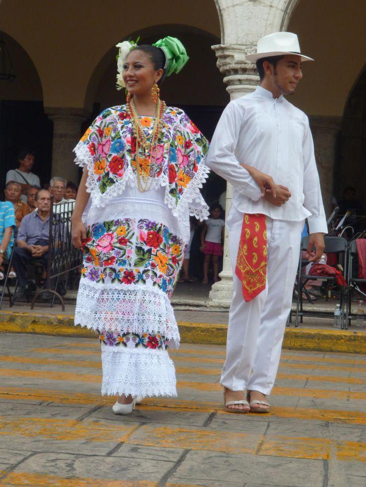 Hombre Traje Tipico De Yucatan