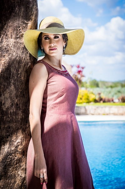 Vestido Corto color Café con Bordado en cuello VESTIDOS