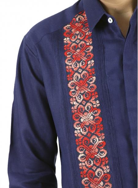 Guayabera Fina de Lino Azul con Bordados Rojos Vallarta GUAYABERAS
